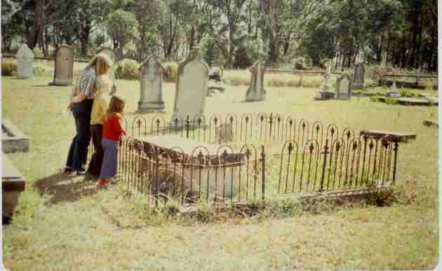 The grave of John & Elizabeth Hore in 1980, courtesy of Elizabeth Friederich