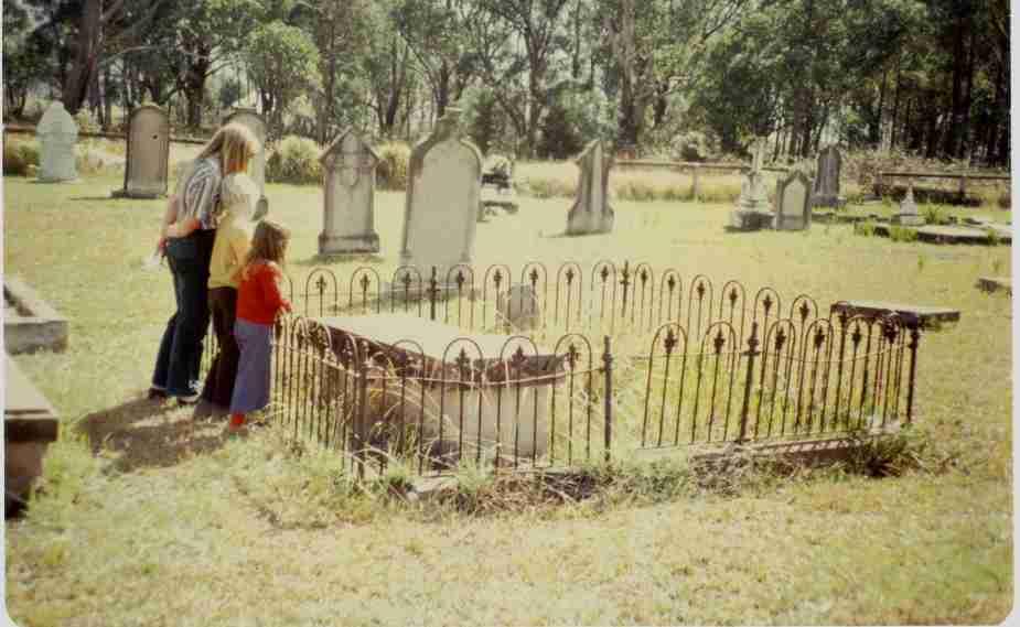 The grave of John & Elizabeth Hore in 1980, courtesy of Elizabeth Friederich