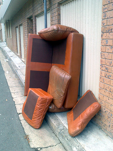 I was awfully tempted to hook the baby-poo couch to my back and walk it up the stairs when I saw it in the back laneway the other day. Although the colour is hideous, it looked extremely comfortable to my couch connoisseur's eyes.