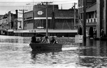 The flood photograph from the State Emergency Service website demonstrates how deep the flood-waters became in 1974. Source unknown. And by the way, that's AGR's Corner you're looking at.
