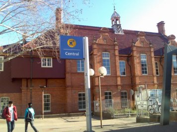 Along the way, we also stopped at the old Railway Institute Building (located next to the entrance to the Devonshire Street Tunnel at Central) which has classic Dutch-designed gables, combined with English-style brickwork.