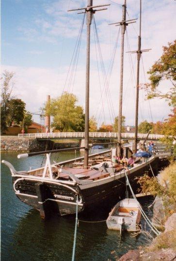 europe_helsinkiboat