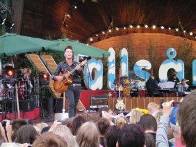 Brolle performs in rehearsal at Allsang pa Skansen.