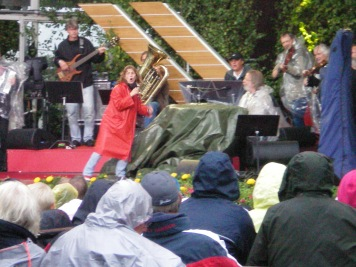 Helen Sjoholm and Benny Andersson in rehearsal at Allsang pa Skansen.