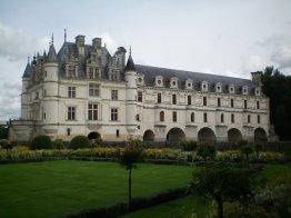 Castle of Chenonceau which crosses La Cher.