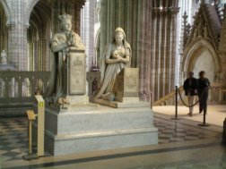 Statues of Louis XVI and Marie Antoinette at Basilique Saint-Denis