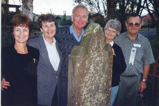 Vic Rixons family at Amelia Goodwins grave 1998 Joye, Faye, Bill, Anne, Jim thanks to Joye Walsh