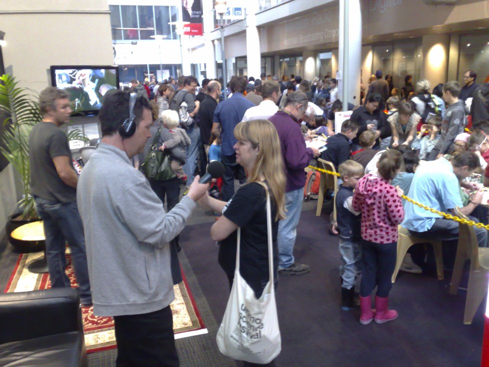 Simon Marnie from 702 ABC Sydney speaks to Abbie Thomas at ABC Science Festival