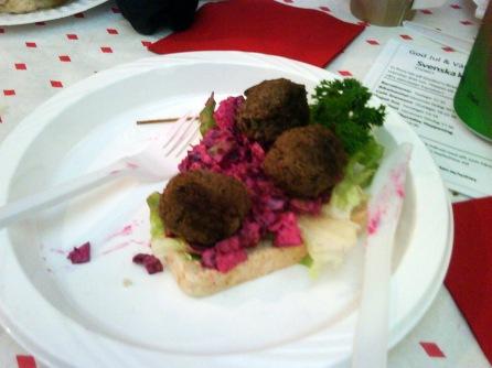 Smörgås med köttbullar