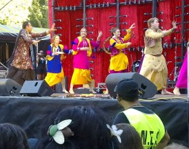 Bollywood Dance instruction at Sydney Festival