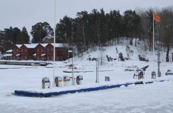 Stockholm winter tour - summer boat refuelling stations are iced in