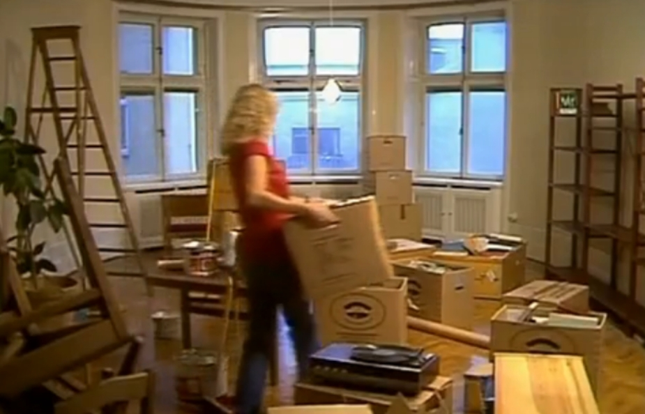 The Best Judge dressed as Agnetha from ABBA moving boxes earlier today.