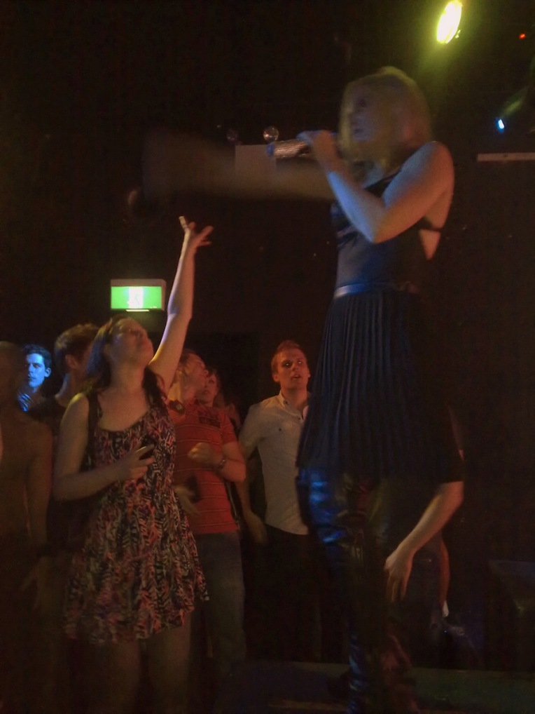 Swedish singer, Therese, plays Never Mind in Sydney