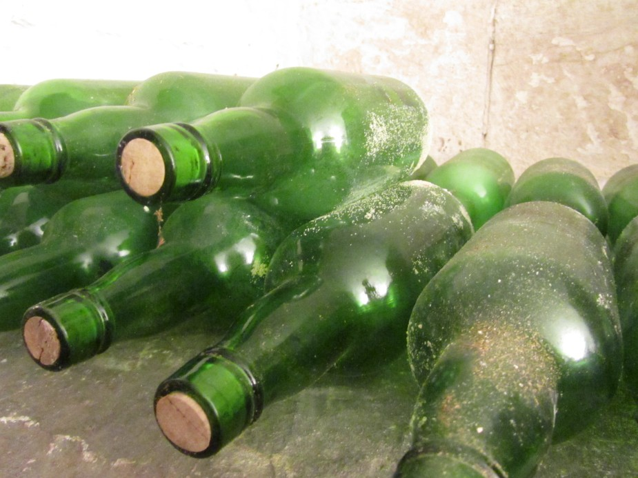 Ten green bottles