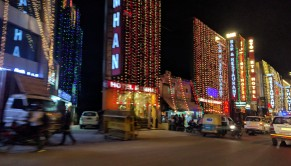 Hotel and restaurant strip, Delhi