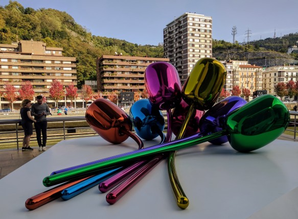 Jeff Koons - Tulips in Bilbao